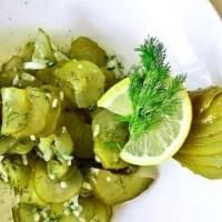 Салат из маринованных огурцов с мёдом
